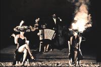 Polar… ou la stupéfiante histoire d'un tango enflammé… par la Cie BiLBoBaSSo mardi 31 juillet et mercredi 1 août au Parc Gamenson pour le festival Mimos 2012 ©  The Glint