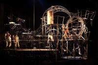 « Basculoscopia » par la Cie Pipototal pour le spectacle d'ouverture du festival Mimos 2013  le lundi 29 juillet, esplanade Badinter de Périgueux à 22h - Photo Benedicte Deramaux